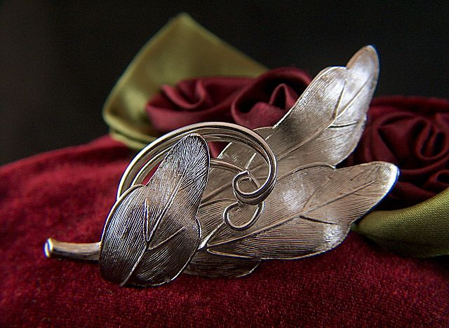 Vintage signed Pastelli Silver Toned Leaves Pin Brooch