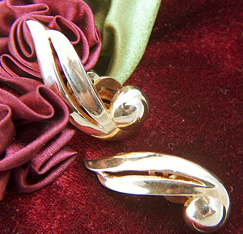 Vintage signed BOGOFF Gorgeous Gold Toned Ear Wrap Clip Earrings