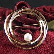 Vintage 1940 - 1950s signed WINARD 12K G.F. Cultured Pearl Eternity Brooch Pin