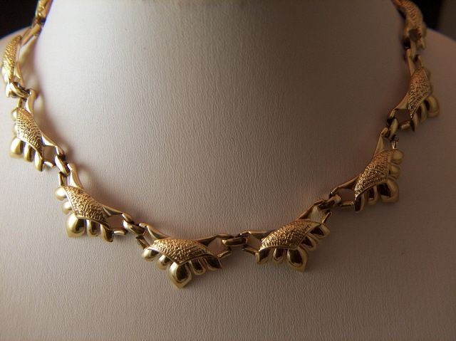 Vintage signed CORO Bright Gold Toned Link Necklace