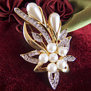 Vintage Bright Gold Toned Rhinestone and Faux Pearl Brooch Pin