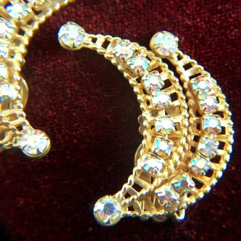 Vintage Sparkling Prong Set Aurora Borealis Rhinestone Ear Hugger Clip Earrings - Gold Toned