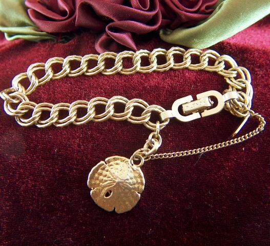 Vintage signed MONET Textured Links Starter Charm Bracelet - Sand Dollar Charm