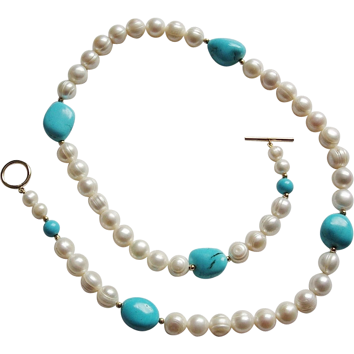 Cultured Pearls and Howlite Necklace Goldtone Toggle Clasp