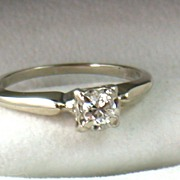 Vintage 14KW Gold 0.35CT Brilliant Cut Diamond Ring