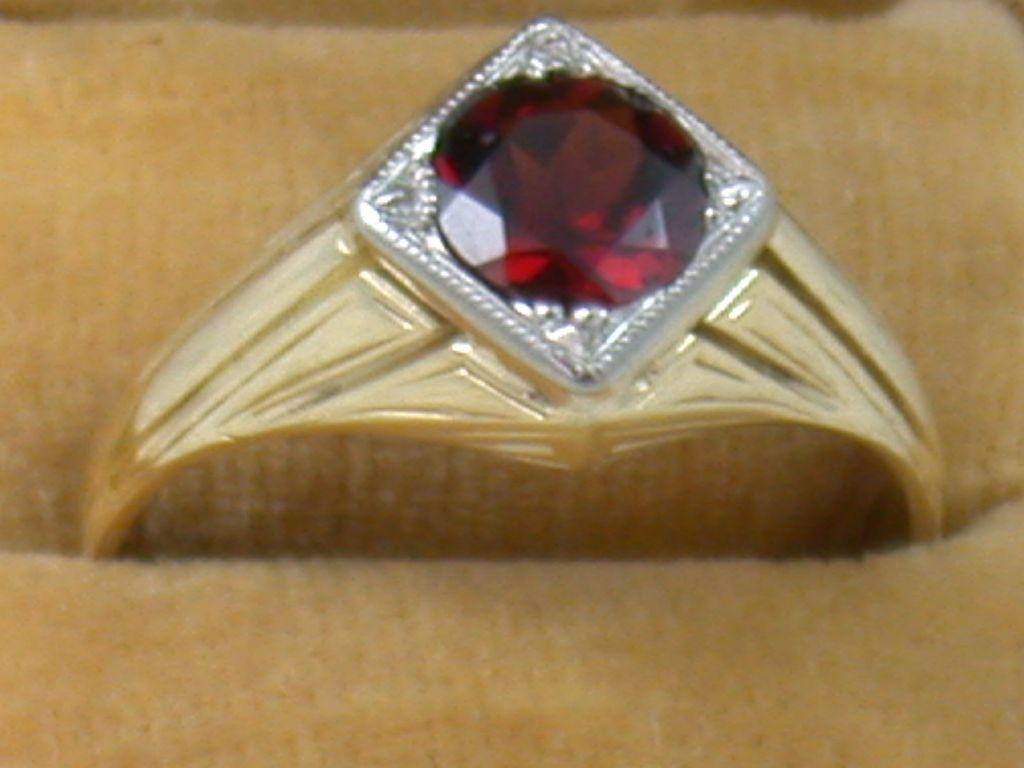 14K 1.46 CT Garnet Ring