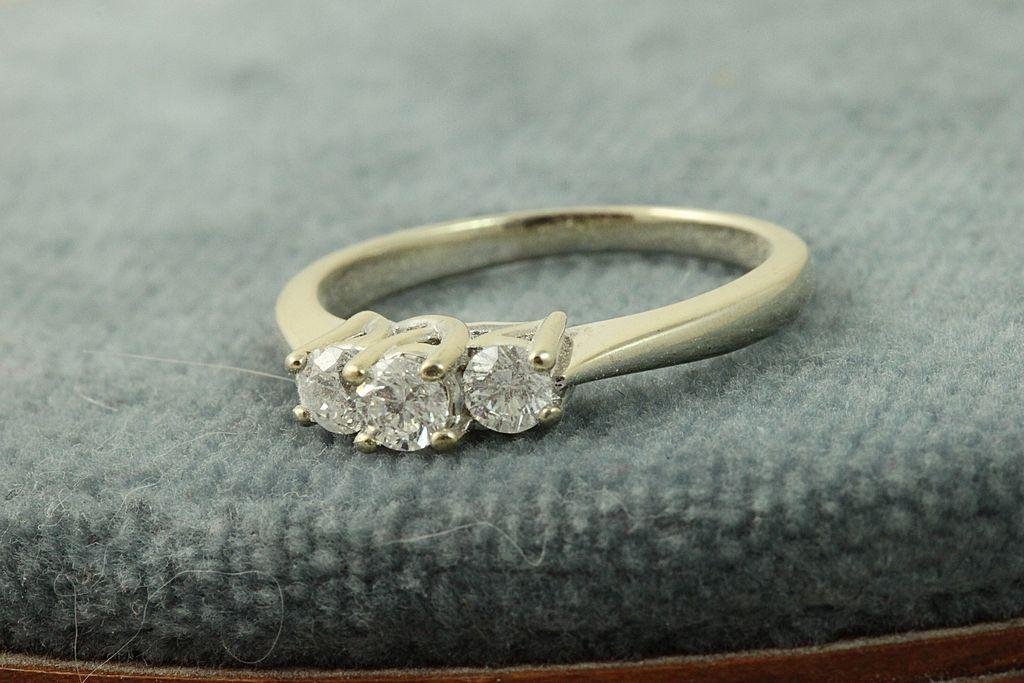 Estate 14KW 0.50 CT 3 Diamond Ring