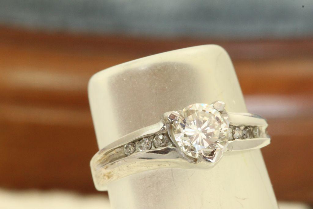 Estate 0.65CT Round Brilliant Diamond Ring