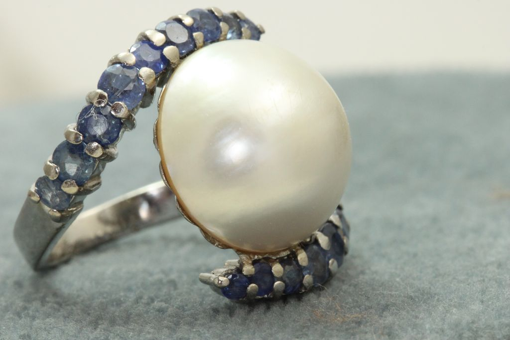Estate Custom Platinum Montana Sapphire  Mabe Pearl Ring