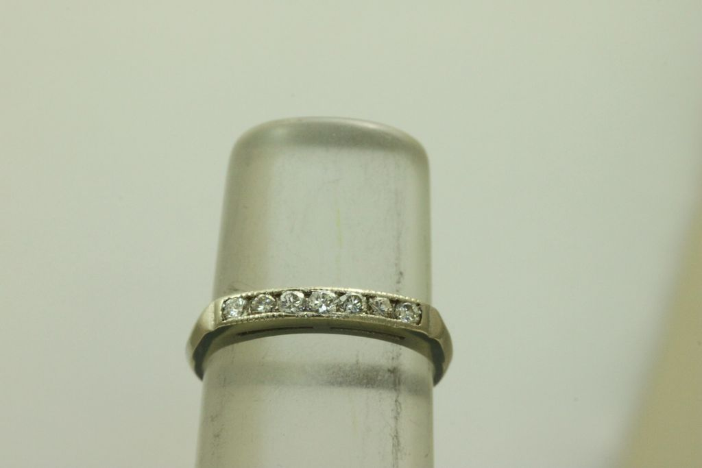 14KW 0.25 CT Seven Diamond Band