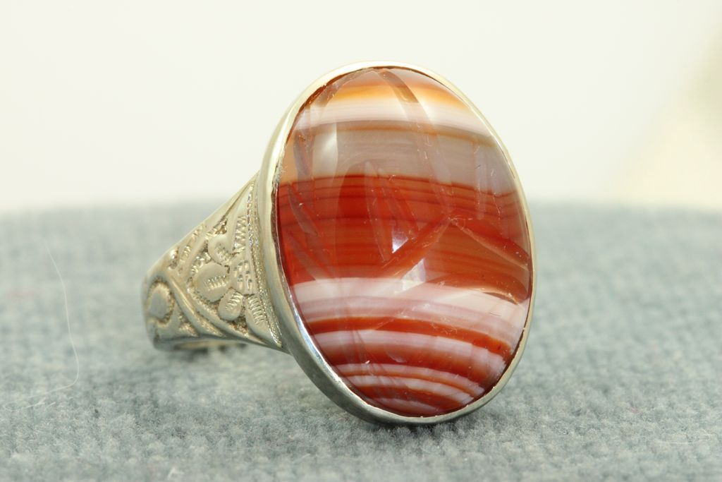 Estate 14KW Banded Agate Scarab Ring