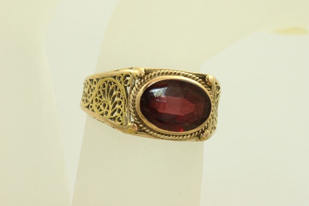 Estate 18K 3 CT Rhodalite Garnet Filigree Ring
