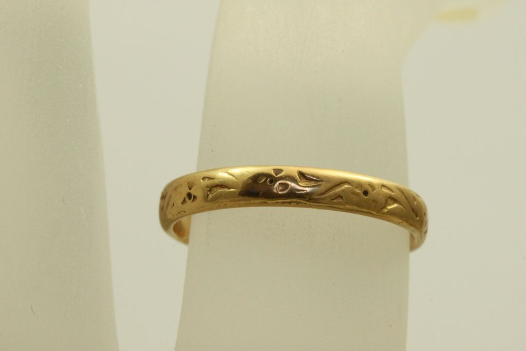 18 K 1921 Detailed Band with Sentimental Inscription