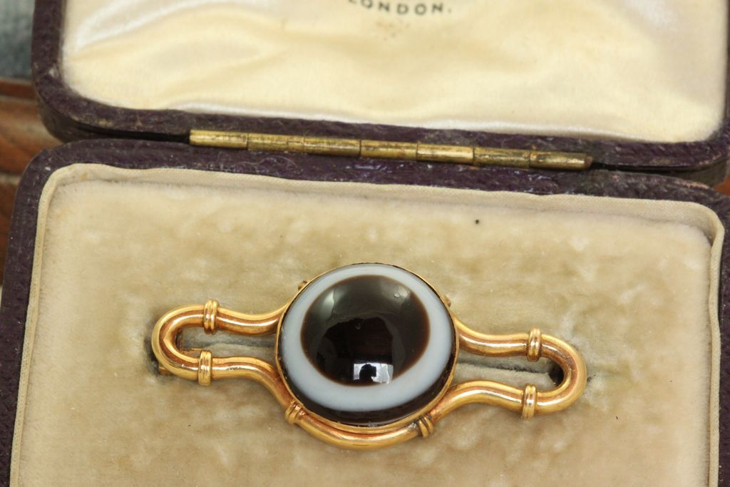 English 15 CT Bulls Eye Agate Brooch