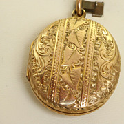 15 CT Aesthetic Movement Locket