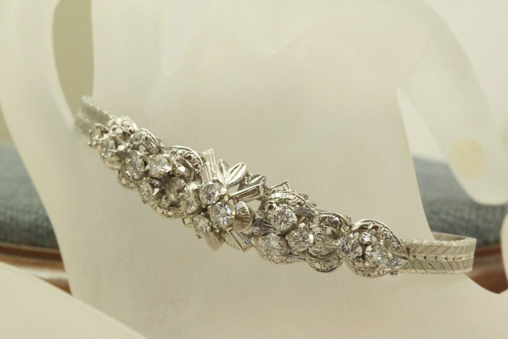 Estate 18 KW 2.8 CT Diamond Cluster Bracelet