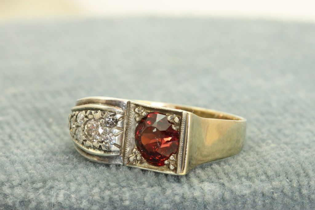 8 K/Platinum Garnet and Diamond Ring