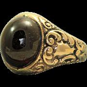 1911 14 K Garnet Detailed Ring