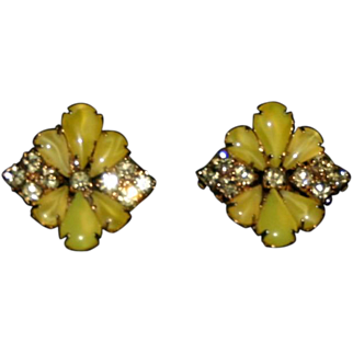 Vintage yellow stone glass rhinestone floral clip earrings