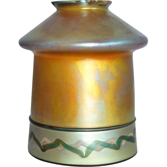 American Steuben Carder Period Gold Aurene Decorated Art Glass Lamp Shade