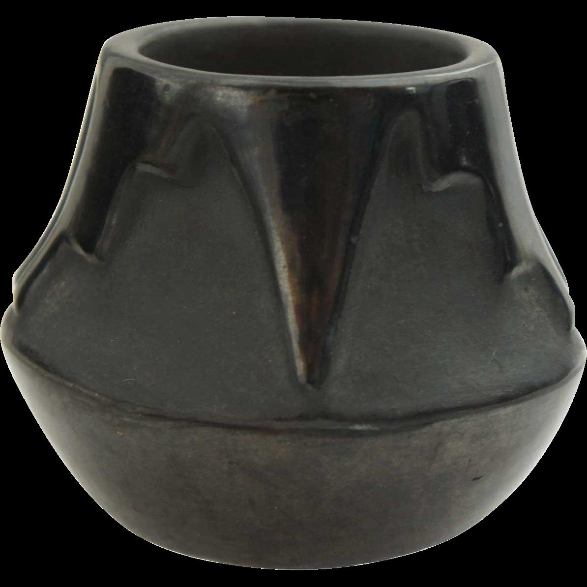 Native American ROSE GONZALES San Idelfonso Blackware Pottery Jar