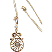 Victorian 1880 10Kt Yellow Gold Lavalier One Pearls & One Diamond