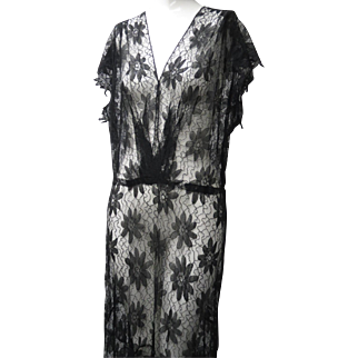 1930s Chantilly Floral Patterned Lace Long Gown Cap Sleeves Gored Full Skirt