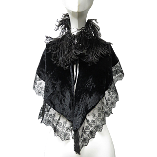 Victorian 1880 Silk Velvet Ostrich Feathers And Chantilly Lace Tie On Shawl Collar