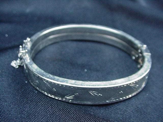 Vintage, Flower-Decorated Silvertone Bangle Bracelet