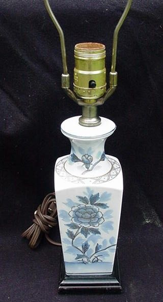 Vintage Baluster Style Oriental Lamp, Porcelain with Wood Base