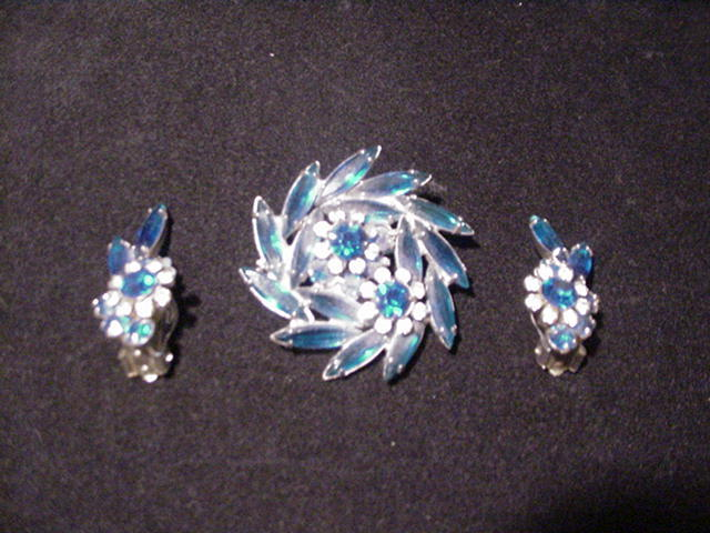 Vintage Sparkling Sapphire Blue & Clear Rhinestone Pin & Earrings