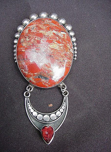 Distinctive Sterling Silver Pin/Pendant w Large Oval Stone