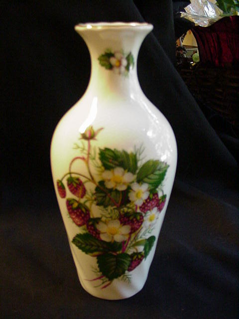 Hammersley Fine Bone China Vase w Strawberries and Blossoms, England