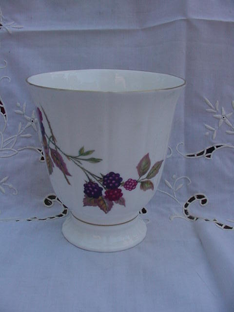 Royal Worcester Fine Bone China , England, Vase, 1974, Arden