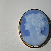 18kt Yellow Gold Vintage Wedgewood Blue Carved Agate of Young Lady Cameo Brooch/Pendant