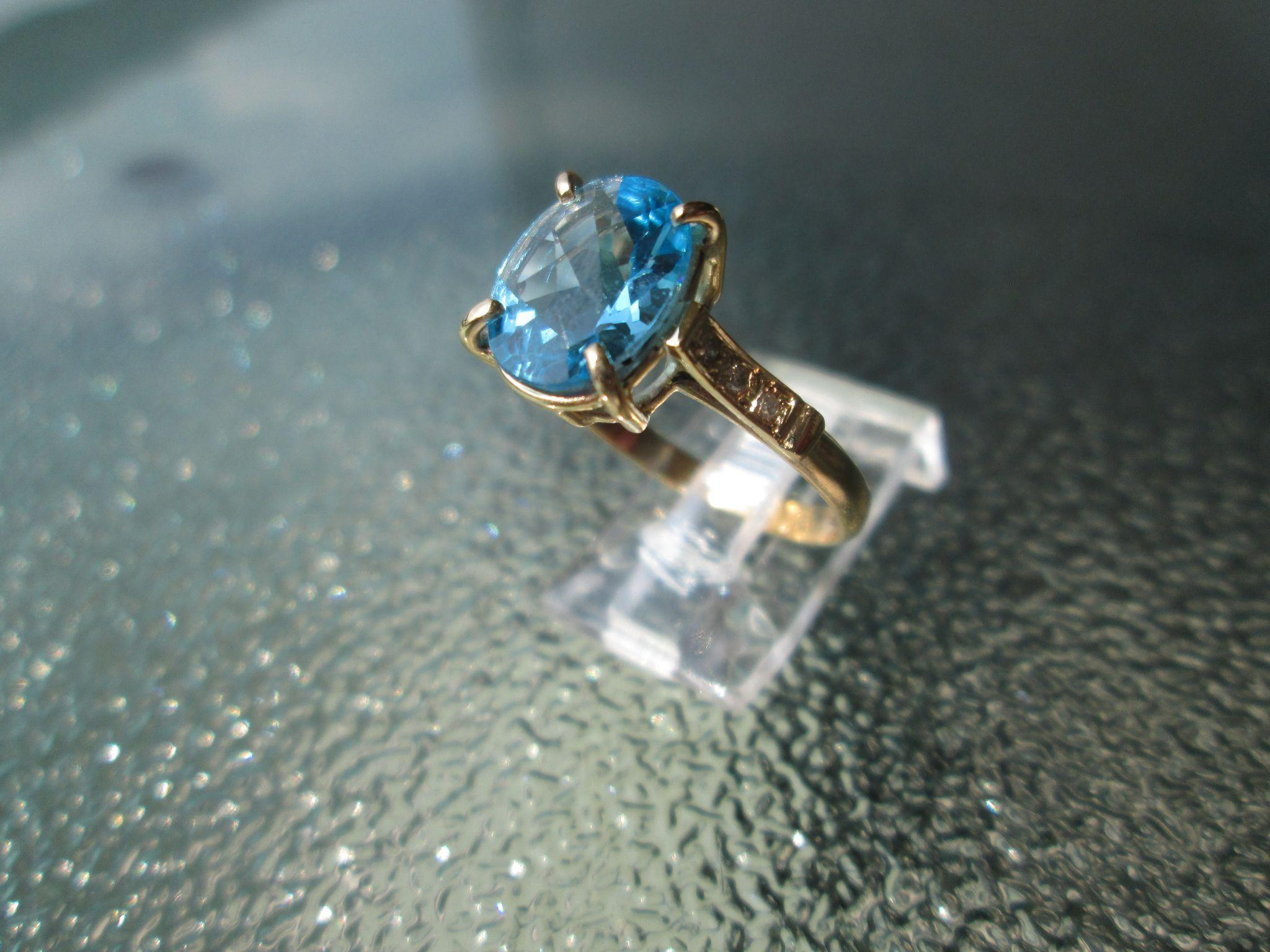 9kt Yellow Gold Sky Blue Topaz and Diamond Ladies Ring