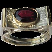 Silver/9kt Oval Garnet Unisex Artisan Ring