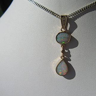 9kt Yellow Gold Fiery Oval/Pear Shape Opal Diamond Dangling Pendant