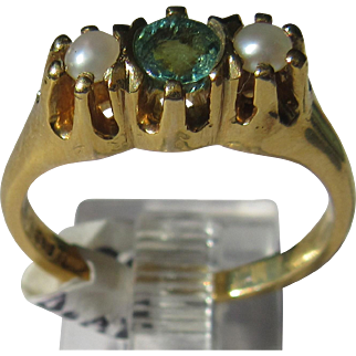 14kt Yellow Gold Vintage Emerald and Seed Pearl Ladies Ring