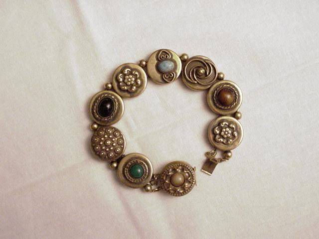 Victorian Era Button-Style English Bracelet