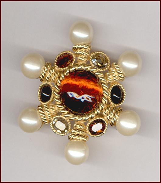 Elegant CINER Pin/Pendant, Root Beer Glass Cabochon & Faux Pearls
