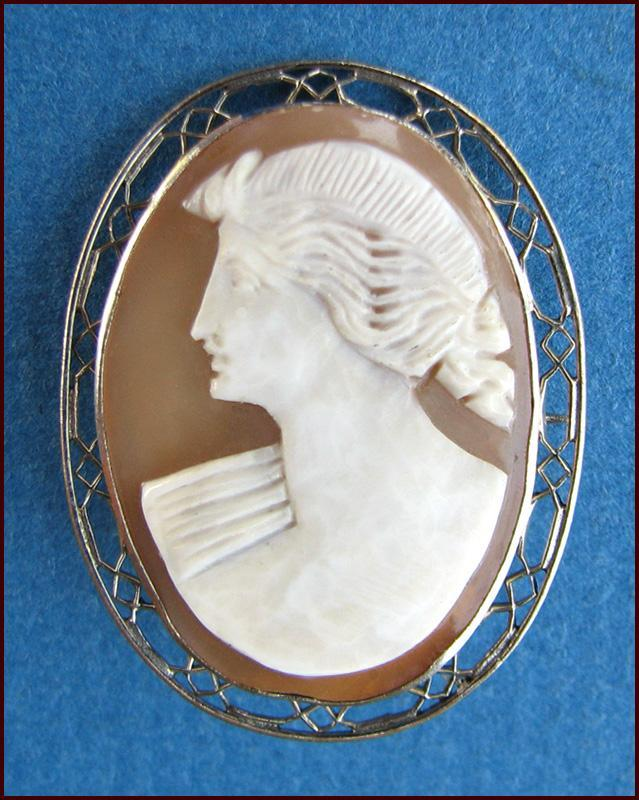 Elegant E.I. Franklin Co. Signed Shell Cameo Pin Exquisite Detail