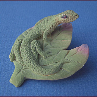 Lifelike Ceramic Lizard on a Leaf Pin Artisan Signed