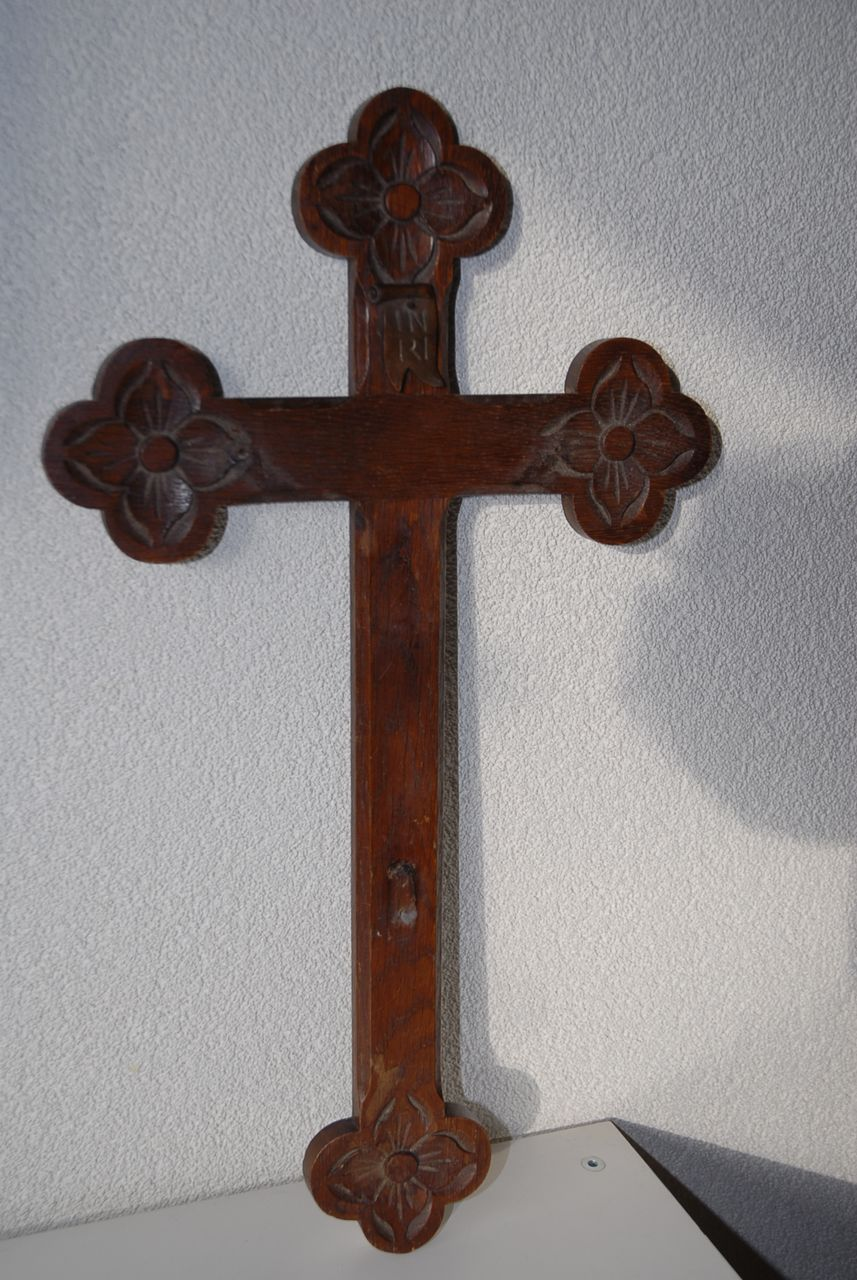 Beautiful vintage decorative carved wood wall cross from