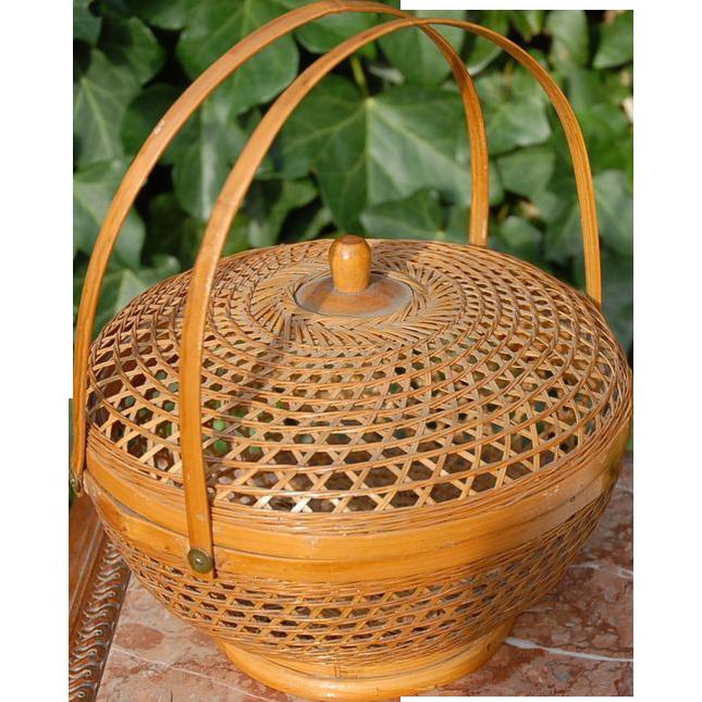 Vintage Round  Wire Egg Basket