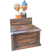 Italian box mechanical kissing couple figure