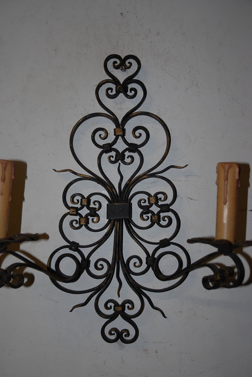 Beautiful Decorative Quality Antique Scrolling Wrought Iron 2-light Wall Sconce