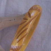 STRIKING Vintage BAKELITE Bangle Carved Deeply