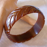 Vintage BAKELITE Bangle Carved Deeply Chevron Pattern ELEGANT!