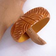 Vintage BAKELITE Bangle Carved Very Deeply Deep Cream Corn Bakelite Art Deco Motif - Gorgeous!